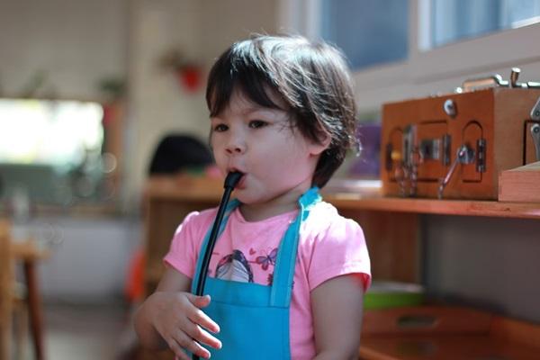 Trẻ được học tập hoàn toàn tự do với phương pháp Montessori