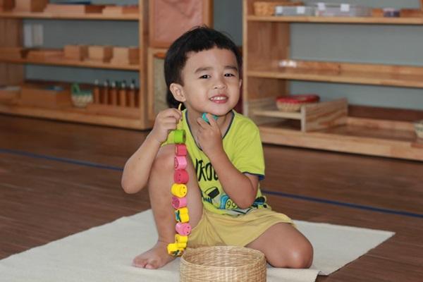 Phương pháp dạy trẻ tự lập Montessori giúp trẻ phát triển toàn diện