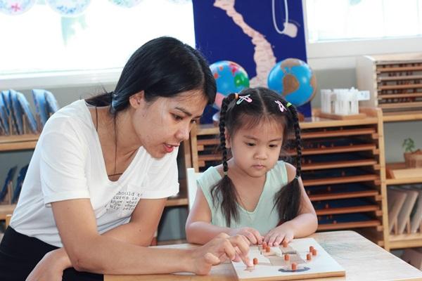 Phương pháp giáo dục hiện đại Montessori mang lại niềm vui cho bé trong quá trình trưởng thành