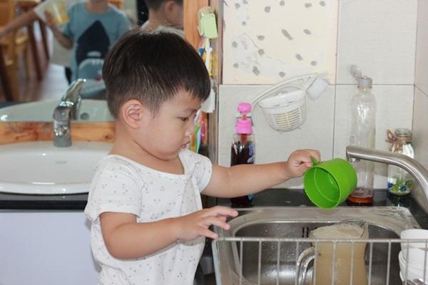 Phương pháp dạy trẻ tự lập bằng cách cha mẹ giao một số công việc đơn giản cho trẻ