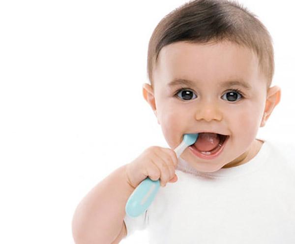 Hướng dẫn trẻ vệ sinh đúng cách, đánh răng 2 lần mỗi ngày