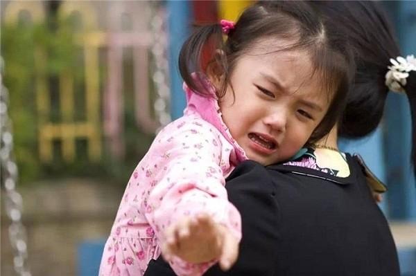 Trẻ hay quấy khóc, làm loạn nơi đông người