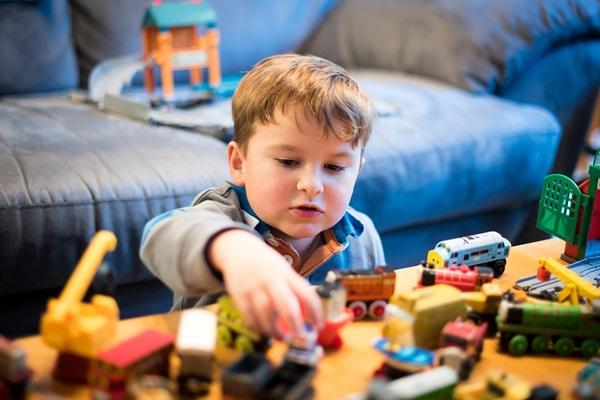 Hãy chọn cho bé món đồ chơi mà bé thật sự cần
