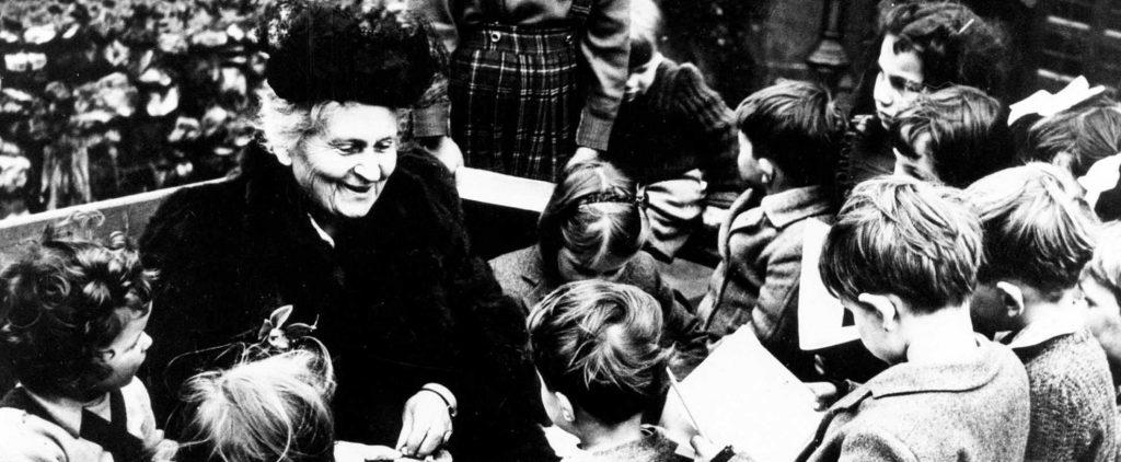 Dr. Maria Montessori với trẻ em